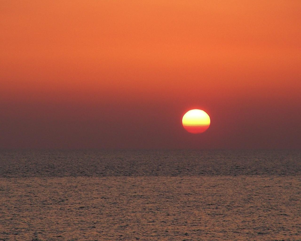 Tramonto sul mare con il sole foto di tramonti sul mare foto al tramonto sole