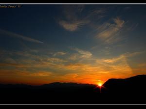 foto di tramonto, tramonto Calano lente le ombre della sera