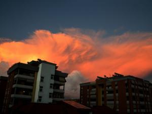 foto di tramonto tramonto Latina riflessi di un tramonto in citta