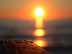 foto di tramonto, tramonto Un tramonto sfumato sul mare da Sabaudia