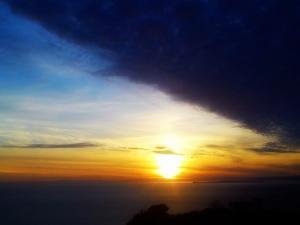 foto di tramonto tramonto Tramonto dalla montagna al mare
