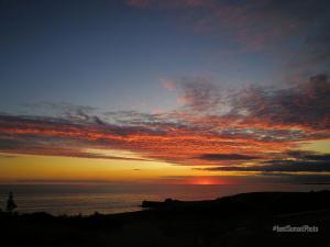 foto di tramonto tramonto Tramonto a Latina tra il blue il rosso sul mare